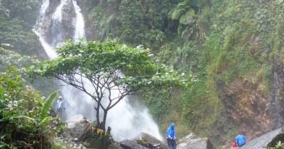 Curug Ciherang, Wisata Air Terjun dengan Rumah Pohon yang Unik