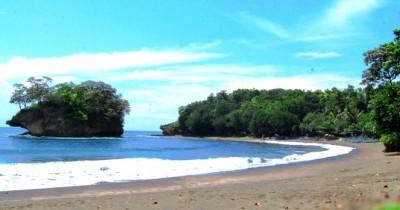 Pantai Madasari, Pesona Keindahan Pantai yang Alami