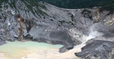 Gunung Tangkuban Perahu, Gunung Penuh Legenda di Lembang