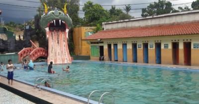 Pemandian Air Panas Sangkanurip, Manjakan Diri di Kolam Renang Luncuran Naga