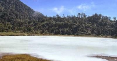 Kawah Talaga Bodas Garut, Menikmati Camping Dengan Pemandangan yang Menyegarkan Mata