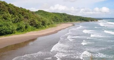 Pantai Karang Nini, Legenda Cinta dengan Pesona Alamnya