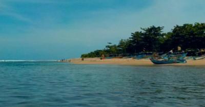 Pantai Ujung Genteng, Pantai Cantik yang Berbatasan Langsung dengan Samudera Hindia