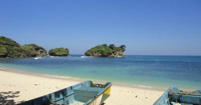 Pantai Watu Karung, Berwisata Sambil Melihat Para Peselancar