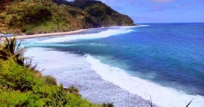 Pantai Kali Uluh,  Menyusui Surga Tersembunyi di Pacitan