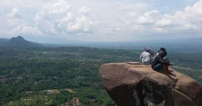 Wisata Bukit J88 Jember, Rasakan Sensasi Pemandangan di Atas Awan