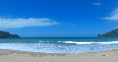 Pantai Tambak Asri, Berwisata Sambil Melihat Pulau Kecil di Sekeliling Pantai
