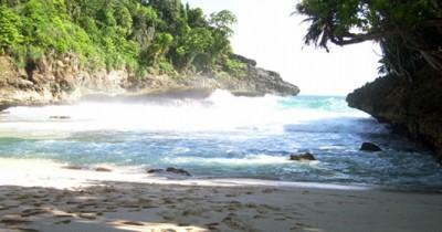 Pantai Kipas, Berwisata Sambil Melhat Birunya Laut