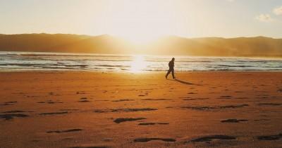 Pantai Pancer Door, Berwisata Sambil Berselancar Ria