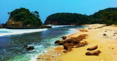 Pantai Jonggring Saloko, Berwisata Sambil Menikmati Fenomena 'Ngebros'