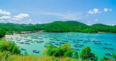Pantai Tawang, Berwisata Sambil Melihat Pemandangan dari Atas Mercusuar