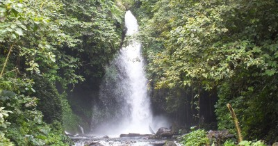Wisata Air Terjun Telunjuk Dewa Raung, Surga di Kaki Gunung Raung