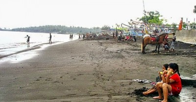 Pantai Blimbingsari, Enaknya Menikmati Ikan Bakar di Pinggir Pantai
