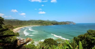 Pantai Lenggoksono, Berwisata Sambil Melihat Konservasi Lobster