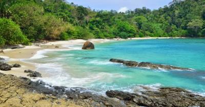 Pantai Wedi Ireng, Melihat Indahnya Pantai dengan Pasir Putih dan Hitam di Banyuwangi
