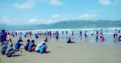 Pantai Teleng Ria, Berwisata Sambil Piknik di Kampung Cemara
