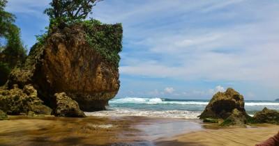 Pantai Ngantep, Berwisata Sambil Belajar Surfing