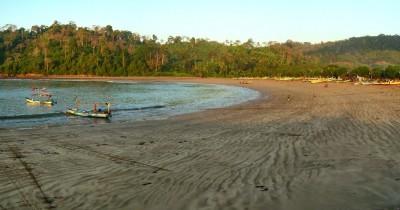 Pantai Pancer, Pesona Alam yang Indah di Banyuwangi