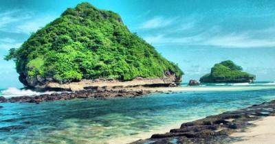 Pantai Goa Cina, Berwisata Sambil Melihat-lihat Goa Bersejarah