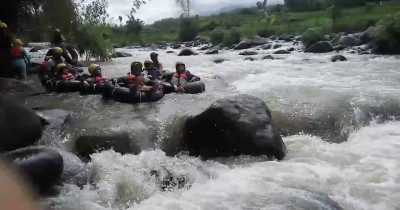 Desa Wisata Brumbun, Berwisata Sambil Tubing di Sungai