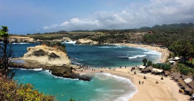 Pantai Klayar, Berwisata Sambil Melihat Indahnya Ombak