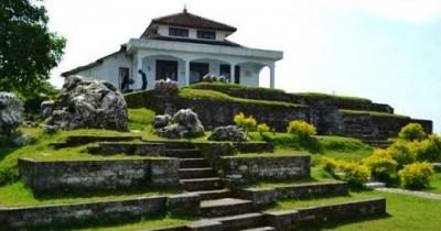 Situs Giri Kedaton, Tempat Bersejarah Di Atas Bukit
