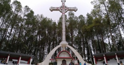 Taman Wisata Rohani Salib Kasih, Merasakan Sensasi Beribadah di Alam Terbuka yang Elok