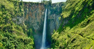 Air Terjun Sigura-gura, Berwisata Sembari Menikmati Air Terjun Tertinggi di Indonesia