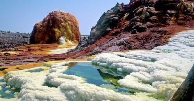 Wisata Pemandian Air Panas Sipoholon, Pemandian di Antara Bukit-bukit Batu Kapur yang Sangat Cantik