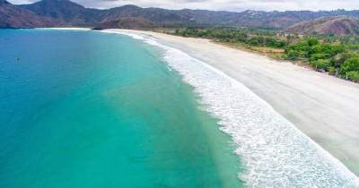 Pantai Selong Belanak : Fasilitas, Rute, Jam Buka, Harga Tiket dan Daya Tarik