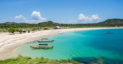 Pantai Tanjung Aan : Fasilitas, Rute, Jam Buka, Harga Tiket dan Daya Tarik