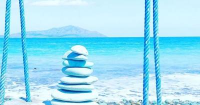 Pantai Batu Biru : Fasilitas, Rute, Jam Buka, Harga Tiket dan Daya Tarik