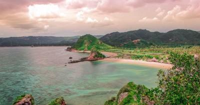 Pantai Seger Kuta : Fasilitas, Rute, Jam Buka, Harga Tiket dan Daya Tarik