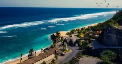 Pantai Melasti : Tiket Harga Masuk, Foto dan Lokasi