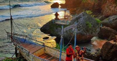Pantai Ngobaran : Tiket Harga Masuk, Foto dan Lokasi