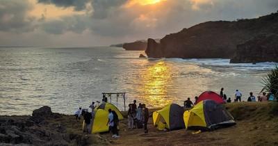Pantai Widodaren : Tiket Harga Masuk, Foto dan Lokasi