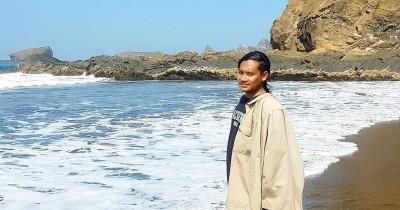 Pantai Watu Ulo : Tiket Harga Masuk, Foto dan Lokasi