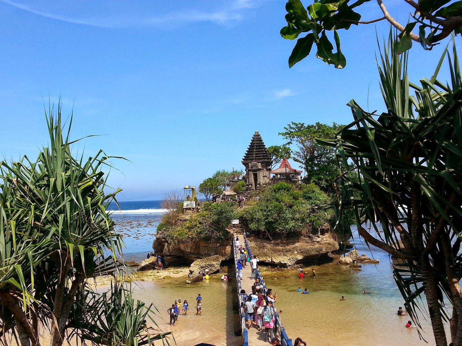 Pantai Ngliyep, Berwisata Sambil Menikmati Matahari Tenggelam